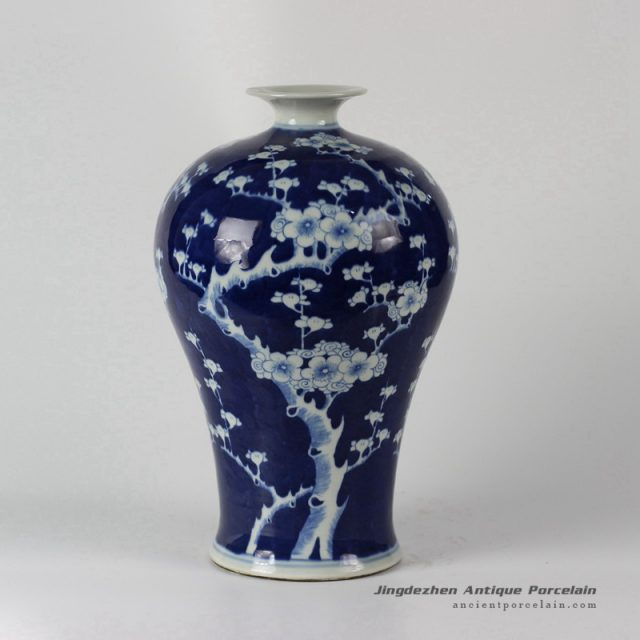 RYLU57_Blue and White Floral Vase