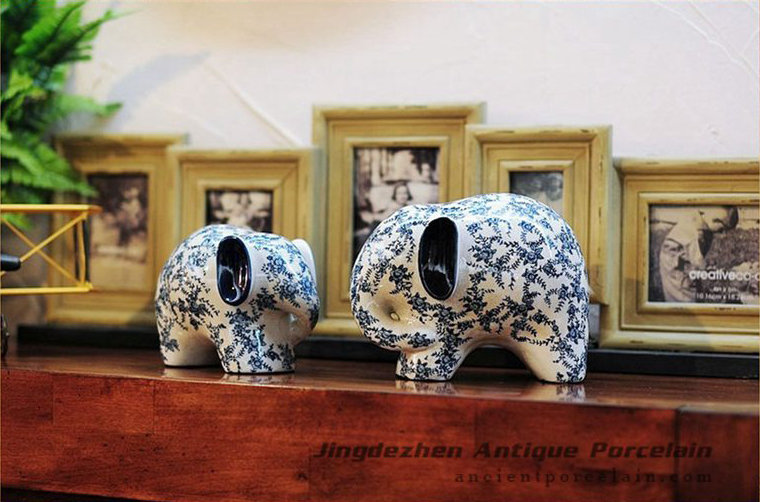 RYPU30_ Blue and white big and small elephants ceramic sculpture figurine
