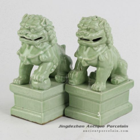 RYXP21-O_Plain color Chinese style ceramic lion statue,Celadon statue
