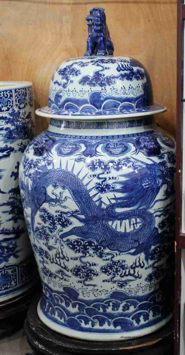 RYOM20_Big size hand paint blue and white Chinese dragon pattern interior decor porcelain jar