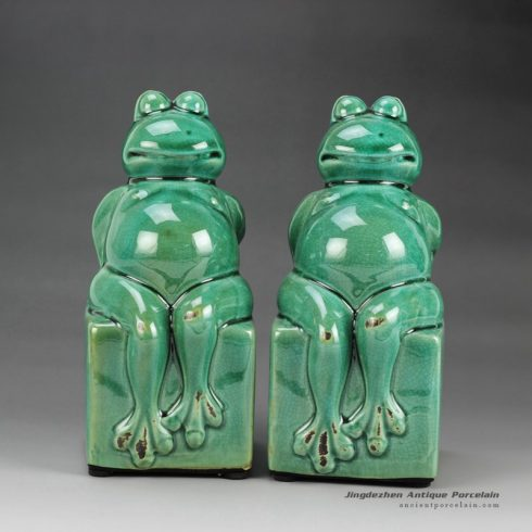 RYPU25_h7.5inch Pair of Crackle Green Cearmic Seated Frog Figurine