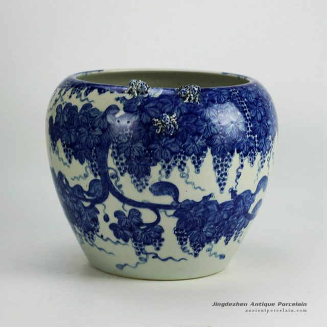 RYWI21_Hand paint blue and white squirrel grape pattern sculpture spider large ceramic plant pot