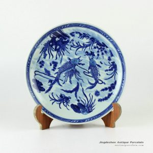 RYXC25_11.4″ Hand painted fish pattern blue white ceramic decor plate