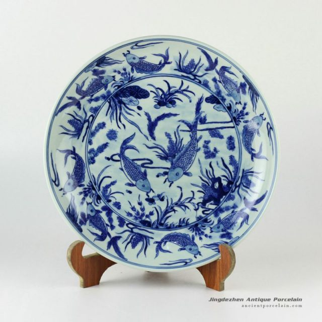 RYXC30_11.4″ Hand painted blue and white fish and grass pattern ceramic decor plate