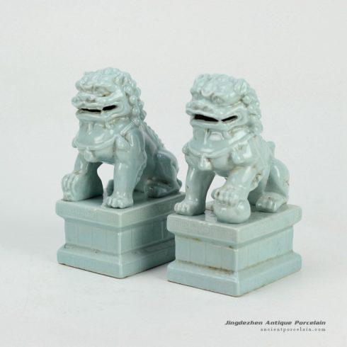 RYXP21-E-OLD_Solid color glazed porcelain lion sclupture