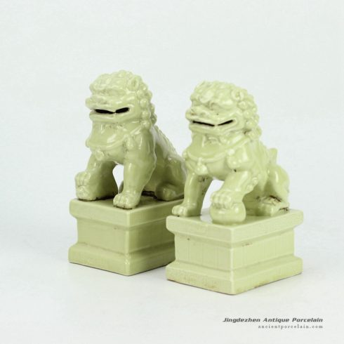 RYXP21-F-OLD_Solid color glazed porcelain lion sclupture