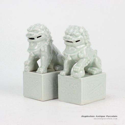 RYXP21-G_Celadon ceramic lion statue